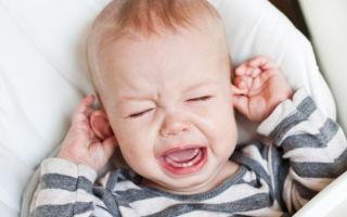 Определяем причины, почему у ребенка зудят ушки